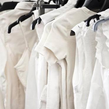 Hệ thống giặt sấy công nghiệp khác gì với giặt sấy hộ gia đình?